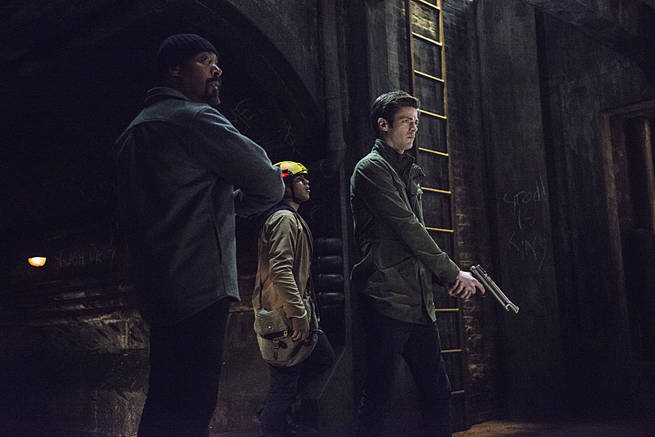 """The Flash -- """"Grodd Lives"""" -- Image FLA121A_0209b -- Pictured (L-R): Jesse L. Martin as Detective Joe West, Carlos Valdes as Cisco Ramon, and Grant Gustin as Barry Allen -- Photo: Cate Cameron/The CW -- © 2015 The CW Network, LLC. All rights reserved."""