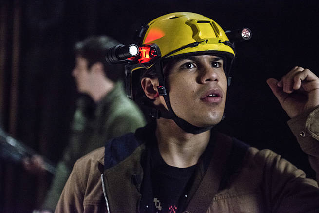 "The Flash -- ""Grodd Lives"" -- Image FLA121A_0218b -- Pictured: Carlos Valdes as Cisco Ramon -- Photo: Cate Cameron/The CW -- © 2015 The CW Network, LLC. All rights reserved."