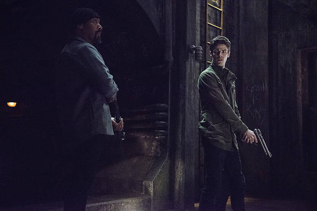 """The Flash -- """"Grodd Lives"""" -- Image FLA121A_0205b -- Pictured (L-R): Jesse L. Martin as Detective Joe West and Grant Gustin as Barry Allen -- Photo: Cate Cameron/The CW -- © 2015 The CW Network, LLC. All rights reserved."""