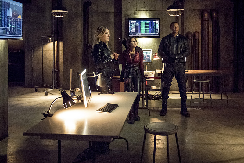"Arrow -- ""Green Arrow"" -- Image AR401A_0327b -- Pictured (L-R): Katie Cassidy as Laurel Lance, Willa Holland as Thea Queen and David Ramsey as John Diggle --Photo: Dean Buscher /The CW -- © 2015 The CW Network, LLC. All Rights Reserved."