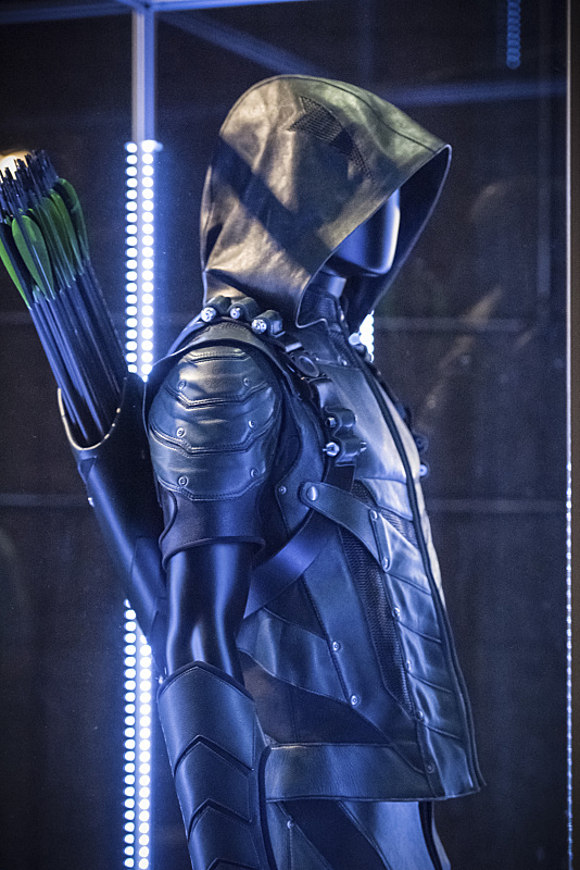 "Arrow -- ""Green Arrow"" -- Image AR401A_0213b -- Pictured: The Arrow's suit -- Photo: Dean Buscher /The CW -- © 2015 The CW Network, LLC. All Rights Reserved."
