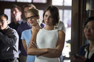 "Arrow -- ""Beyond Redemption"" -- Image AR405A_0212b.jpg -- Pictured (L-R): Emily Bett Rickards as Felicity Smoak and Willa Holland as Thea Queen -- Photo: Diyah Pera/ The CW -- © 2015 The CW Network, LLC. All Rights Reserved."
