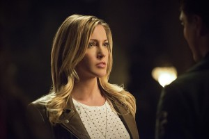"""Arrow -- """"Restoration"""" -- Image AR403B_0170b.jpg -- Pictured (L-R): Katie Cassidy as Laurel Lance and John Barrowman as Malcolm Merlyn -- Photo: Diyah Pera /The CW -- © 2015 The CW Network, LLC. All Rights Reserved."""