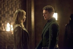 """Arrow -- """"Restoration"""" -- Image AR403B_0160b.jpg -- Pictured (L-R): Katie Cassidy as Laurel Lance and John Barrowman as Malcolm Merlyn -- Photo: Diyah Pera /The CW -- © 2015 The CW Network, LLC. All Rights Reserved."""