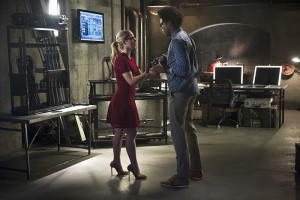 """Arrow -- """"Restoration"""" -- Image AR403A_0003b.jpg -- Pictured (L-R): Emily Bett Rickards as Felicity Smoak and Echo Kellum as Curtis Holt -- Photo: Diyah Pera /The CW -- © 2015 The CW Network, LLC. All Rights Reserved."""