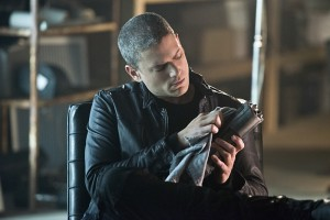"""The Flash -- """"Family of Rogues"""" -- Image FLA203b_0060b.jpg -- Pictured: Wentworth Miller as Leonard Snart -- Photo: Diyah Pera/The CW -- © 2015 The CW Network, LLC. All rights reserved."""