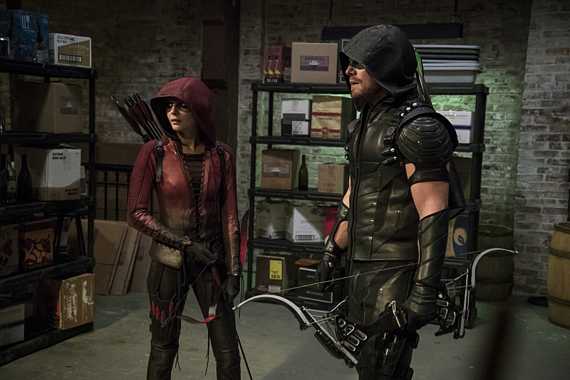 """Arrow -- """"The Candidate"""" -- Image AR402A_0527b-- Pictured (L-R): Willa Holland as Speedy and Stephen Amell as The Arrow -- Photo: Katie Yu /The CW -- © 2015 The CW Network, LLC. All Rights Reserved."""