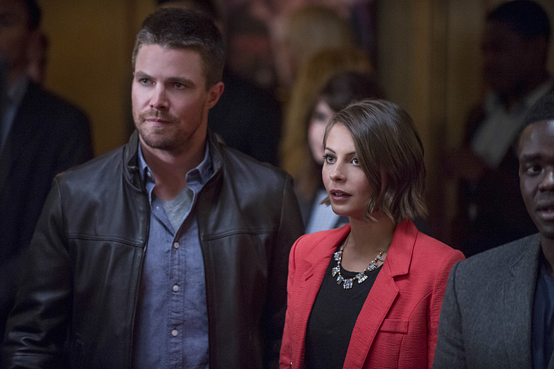 """Arrow -- """"The Candidate"""" -- Image AR402B_0220b -- Pictured (L-R): Stephen Amell as Oliver Queen and Willa Holland as Thea Queen -- Photo: Cate Cameron /The CW -- © 2015 The CW Network, LLC. All Rights Reserved."""