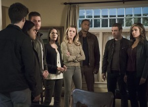 """Arrow -- """"Legends of Yesterday"""" -- Image AR408A_0302b.jpg -- Pictured (L-R): Grant Gustin as Barry Allen, Carlos Valdes as Cisco Ramon, Stephen Amell as Oliver Queen, Willa Holland as Thea Queen, Katie Cassidy as Laurel Lance, David Ramsey as John Diggle, Falk Hentschel as Carter Hall and Ciara Renee as Kendra Saunders -- Photo: Katie Yu/ The CW -- © 2015 The CW Network, LLC. All Rights Reserved"""