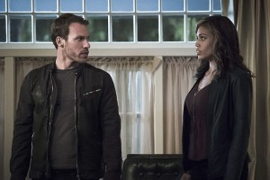 """Arrow -- """"Legends of Yesterday"""" -- Image AR408A_0278b.jpg -- Pictured (L-R): Falk Hentschel as Carter Hall and Ciara Renee as Kendra Saunders -- Photo: Katie Yu/ The CW -- © 2015 The CW Network, LLC. All Rights Reserved."""