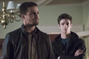 """Arrow -- """"Legends of Yesterday"""" -- Image AR408A_0229b.jpg -- Pictured (L-R): Stephen Amell as Oliver Queen and Grant Gust as Barry Allen  -- Photo: Katie Yu/ The CW -- © 2015 The CW Network, LLC. All Rights Reserved."""