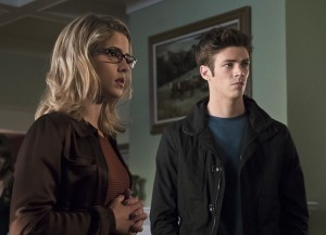 """Arrow -- """"Legends of Yesterday"""" -- Image AR408A_0196b.jpg -- Pictured (L-R): Emily Bett Rickards as Felicity Smoak and Grant Gust as Barry Allen  -- Photo: Katie Yu/ The CW -- © 2015 The CW Network, LLC. All Rights Reserved."""