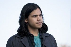 """Arrow -- """"Legends of Yesterday"""" -- Image AR408A_0091b.jpg -- Pictured: Carlos Valdes as Cisco Ramon  -- Photo: Katie Yu/ The CW -- © 2015 The CW Network, LLC. All Rights Reserved."""