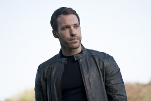 """Arrow -- """"Legends of Yesterday"""" -- Image AR408A_0086b.jpg -- Pictured: Falk Hentschel as Carter Hall -- Photo: Katie Yu/ The CW -- © 2015 The CW Network, LLC. All Rights Reserved."""