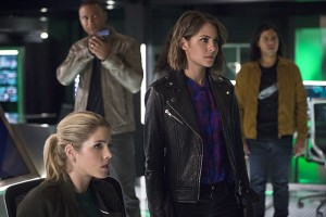 """The Flash -- """"Legends of Today"""" -- Image FLA208B_0148b.jpg -- Pictured (L-R): Emily Bett Rickards as Felicity Smoak, David Ramsey as John Diggle, Willa Holland as Thea Queen, and Carlos Valdes as Cisco Ramon -- Photo: Cate Cameron/The CW -- © 2015 The CW Network, LLC. All rights reserved."""