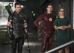 """The Flash -- """"Legends of Today"""" -- Image FLA208B_0024b.jpg -- Pictured (L-R): Stephen Amell as Oliver Queen, Grant Gustin as Barry Allen and Emily Bett Rickards as Felicity Smoak -- Photo: Cate Cameron/The CW -- © 2015 The CW Network, LLC. All rights reserved."""