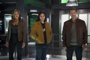 """The Flash -- """"Legends of Today"""" -- Image FLA208A_0190b.jpg -- Pictured (L-R): Ciara Renee as Kendra Saunders, Carlos Valdes as Cisco Ramon and Falk Hentschel as Carter Hall -- Photo: Diyah Pera/The CW -- © 2015 The CW Network, LLC. All rights reserved."""