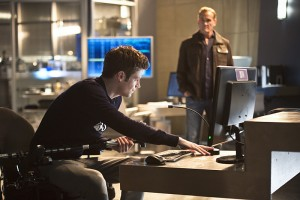 The-Flash-season-2-episode-7-Barry-at-computer