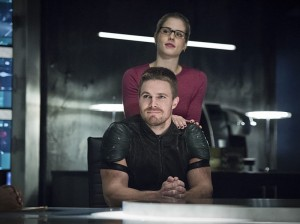 """Arrow -- """"Brotherhood"""" -- Image AR407A_0036b.jpg -- Pictured (L-R): Stephen Amell as Oliver Queen and Emily Bett Rickards as Felicity Smoak -- Photo: Dean Buscher/The CW -- © 2015 The CW Network, LLC. All Rights Reserved."""