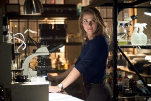 "The Flash -- ""Gorilla Warfare"" -- Image: FLA207A_0178b.jpg -- Pictured: Shantel VanSanten as Patty Spivot -- Photo: Diyah Pera/The CW -- © 2015 The CW Network, LLC. All rights reserved."