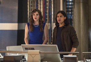 """The Flash -- """"Enter Zoom"""" -- Image FLA206C_0042b.jpg -- Pictured (L-R): Danielle Panabaker as Caitlin Snow and Carlos Valdes as Cisco Ramon -- Photo: Cate Cameron/The CW -- © 2015 The CW Network, LLC. All rights reserved."""