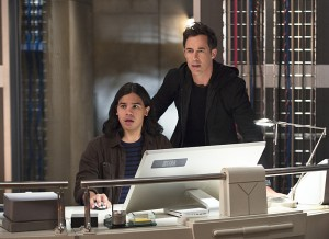 """The Flash -- """"Enter Zoom"""" -- Image FLA206C_0013b.jpg -- Pictured (L-R): Carlos Valdes as Cisco Ramon and Tom Cavanagh as Harrison Wells  -- Photo: Cate Cameron/The CW -- © 2015 The CW Network, LLC. All rights reserved."""