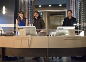 """The Flash -- """"Enter Zoom"""" -- Image FLA206C_0004b.jpg -- Pictured (L-R): Danielle Panabaker as Caitlin Snow, Carlos Valdes as Cisco Ramon and Tom Cavanagh as Harrison Wells  -- Photo: Cate Cameron/The CW -- © 2015 The CW Network, LLC. All rights reserved."""