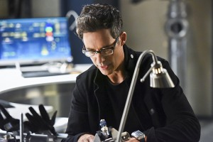 """The Flash -- """"Enter Zoom"""" -- Image FLA206B_0057b.jpg -- Pictured: Tom Cavanagh as Harrison Wells -- Photo: Dean Buscher/The CW -- © 2015 The CW Network, LLC. All rights reserved."""