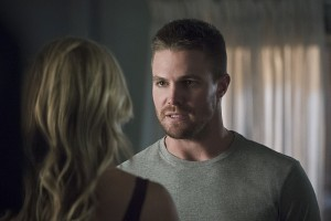 "Arrow -- ""Haunted"" -- Image AR404A_0093b.jpg -- Pictured (L-R): Katie Cassidy as Laurel Lance and Stephen Amell as Oliver Queen -- Photo: Katie Yu/ The CW -- © 2015 The CW Network, LLC. All Rights Reserved."