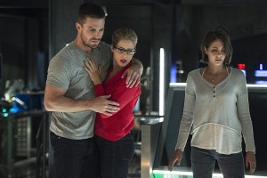 "Arrow -- ""Haunted"" -- Image AR404B_0177b.jpg -- Pictured (L-R): Stephen Amell as Oliver Queen, Emily Bett Rickards as Felicity Smoak and Willa Holland as Thea Queen -- Photo: Cate Cameron/ The CW -- © 2015 The CW Network, LLC. All Rights Reserved."
