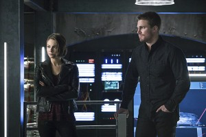 "Arrow -- ""A.W.O.L."" -- Image AR411A_0116b.jpg -- Pictured (L-R): Willa Holland as Thea Queen and Stephen Amell as Oliver Queen -- Photo: Liane Hentscher/ The CW -- © 2016 The CW Network, LLC. All Rights Reserved."