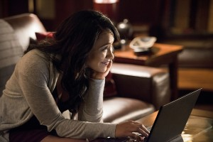 """The Flash -- """"The Reverse Flash Returns"""" -- Image FLA211a_0429b -- Pictured: Candice Patton as Iris West -- Photo: Diyah Pera/The CW -- © 2016 The CW Network, LLC. All rights reserved."""