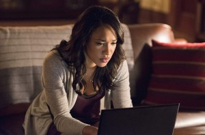 """The Flash -- """"The Reverse Flash Returns"""" -- Image FLA211a_0414b -- Pictured: Candice Patton as Iris West -- Photo: Diyah Pera/The CW -- © 2016 The CW Network, LLC. All rights reserved."""