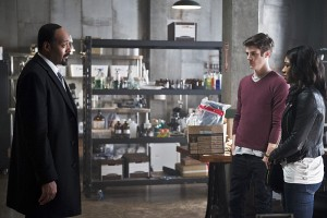 """The Flash -- """"The Reverse Flash Returns"""" -- Image FLA211a_0333b -- Pictured (L-R): Jesse L. Martin as Detective Joe West, Grant Gustin as Barry Allen and Candice Patton as Iris West -- Photo: Diyah Pera/The CW -- © 2016 The CW Network, LLC. All rights reserved."""