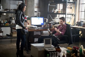 """The Flash -- """"The Reverse Flash Returns"""" -- Image FLA211a_0312b -- Pictured (L-R): Candice Patton as Iris West and Grant Gustin as Barry Allen -- Photo: Diyah Pera/The CW -- © 2016 The CW Network, LLC. All rights reserved."""