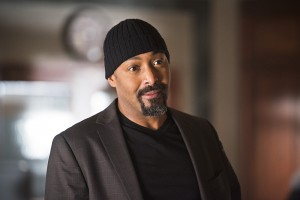 """The Flash -- """"The Reverse Flash Returns"""" -- Image FLA211a_0013b -- Pictured: Jesse L. Martin as Detective Joe West -- Photo: Diyah Pera/The CW -- © 2016 The CW Network, LLC. All rights reserved."""