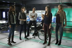 "Arrow -- ""Taken"" -- Image AR415b_0291.jpg -- Pictured (L-R): Megalyn E.K. as Vixen, Willa Holland as Thea Queen / Speedy, David Ramsey as John Diggle, Emily Bett Rickards as Felicity Smoak, Anna Hopkins as Samantha and Katie Cassidy as Laurel Lance/Black Canary -- Photo: Bettina Strauss/ The CW -- © 2016 The CW Network, LLC. All Rights Reserved"