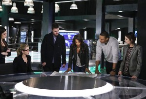 "Arrow -- ""Taken"" -- Image AR415b_0136b.jpg -- Pictured (L-R): Anna Hopkins as Samantha, Emily Bett Rickards as Felicity Smoak, Stephen Amell as Oliver Queen / The Green Arrow, Megalyn E.K. as Vixen, David Ramsey as John Diggle, and Willa Holland as Thea Queen / Speedy -- Photo: Bettina Strauss/ The CW -- © 2016 The CW Network, LLC. All Rights Reserved."