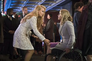 """Arrow -- """"Code of Silence"""" -- Image AR414b_0174b.jpg -- Pictured (L-R):  Charlotte Ross as Donna Smoak and Emily Bett Rickards as Felicity Smoak -- Photo: Katie Yu/ The CW -- © 2016 The CW Network, LLC. All Rights Reserved."""