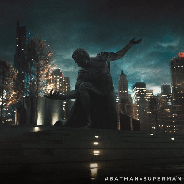 Bvs superman statue