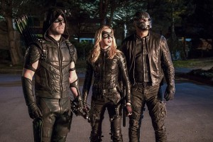 "Arrow -- ""Unchained"" -- Image AR412A_0439b.jpg -- Pictured (L-R): Stephen Amell as Green Arrow, Katie Cassidy as Black Canary and David Ramsey as John Diggle  -- Photo: Liane Hentscher/ The CW -- © 2016 The CW Network, LLC. All Rights Reserved."