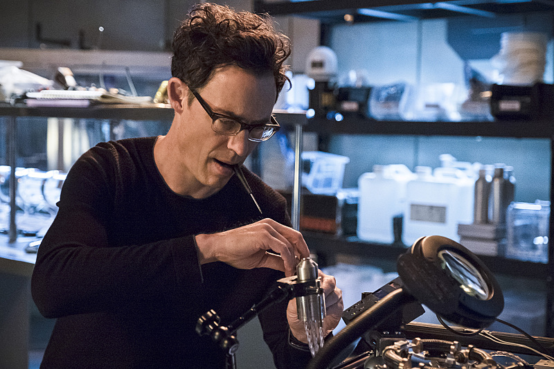 "The Flash -- ""Versus Zoom"" -- Image: FLA218A_0081b.jpg -- Pictured: Tom Cavanagh as Harrison Wells -- Photo: Cate Cameron/The CW -- © 2016 The CW Network, LLC. All rights reserved."