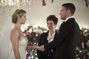 "Arrow -- ""Broken Hearts"" -- Image AR416a_0076b.jpg -- Pictured (L-R): Emily Bett Rickards as Felicity Smoak and Stephen Amell as Oliver Queen -- Photo: Katie Yu /The CW -- © 2016 The CW Network, LLC. All Rights Reserved."