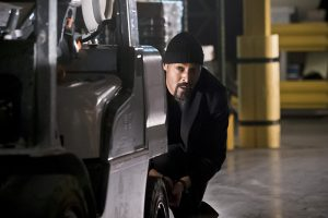 """The Flash -- """"Back to Normal"""" -- Image: FLA219a_0087b.jpg -- Pictured: Jesse L. Martin as Detective Joe West -- Photo: Katie Yu/The CW -- © 2016 The CW Network, LLC. All rights reserved."""