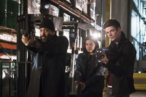 """The Flash -- """"Back to Normal"""" -- Image: FLA219a_0085b.jpg -- Pictured (L-R): Jesse L. Martin as Detective Joe West, Carlos Valdes as Cisco Ramon and Grant Gustin as Barry Allen-- Photo: Katie Yu/The CW -- © 2016 The CW Network, LLC. All rights reserved."""