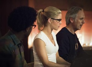 """Arrow -- """"Lost in the Flood"""" -- Image AR422a_0437b.jpg -- Pictured (L-R): Echo Kellum as Curtis Holt, Emily Bett Rickards as Felicity Smoak and Tom Amandes as Noah Kuttler/Calculator -- Photo: Dean Buscher/The CW -- © 2016 The CW Network, LLC. All Rights Reserved."""