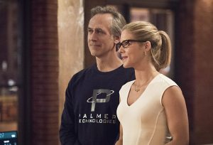 """Arrow -- """"Lost in the Flood"""" -- Image AR422a_0129b2.jpg -- Pictured (L-R): Tom Amandes as Noah Kuttler/Calculator and Emily Bett Rickards as Felicity Smoak -- Photo: Dean Buscher/The CW -- © 2016 The CW Network, LLC. All Rights Reserved."""