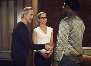 """Arrow -- """"Lost in the Flood"""" -- Image AR422a_0118b.jpg -- Pictured (L-R): Tom Amandes as Noah Kuttler/Calculator, Emily Bett Rickards as Felicity Smoak and Echo Kellum as Curtis Holt -- Photo: Dean Buscher/The CW -- © 2016 The CW Network, LLC. All Rights Reserved."""