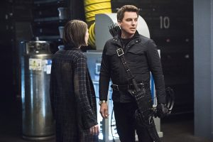 """Arrow -- """"Monument Point"""" -- Image AR421a_0159b.jpg -- Pictured (L-R): Willa Holland as Thea Queen and John Barrowman as Malcolm Merlyn  -- Photo: Dean Buscher/The CW -- © 2016 The CW Network, LLC. All Rights Reserved."""