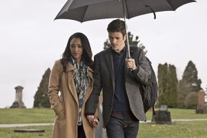 "The Flash -- "" The Runaway Dinosaur"" -- Image: FLA221b_0185b.jpg -- Pictured (L-R): Candice Patton as Iris West and Grant Gustin as Barry Allen -- Photo: Katie Yu/The CW -- © 2016 The CW Network, LLC. All rights reserved."